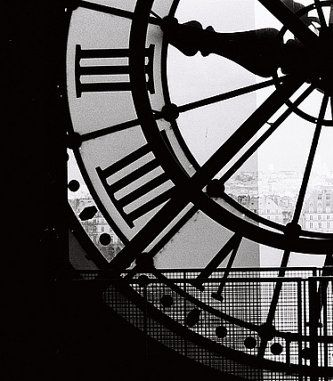 Peeking through to Paris, only dreaming of this view. Someday…
