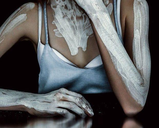 Artistic Cosmetics – Wave Models face Konstancja pulls off a range of artistic c…