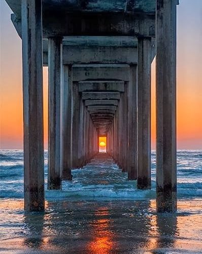 getting the sun between the boards 20 Perfectly Timed Breathtaking Pictures | In…