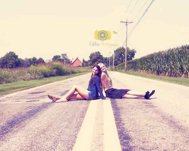 Go along with her crazy ideas…. | 37 Impossibly Fun Best Friend Photography Id…