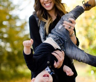 Fall family photo session ideas // Photo by Angie Wilson Photography Fall leaves…